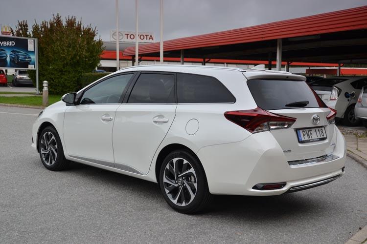 Toyota Auris 2016 (10)750