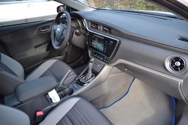 Toyota Auris 2016 (36)640