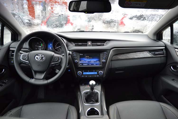 Toyota Avensis kombi 2015 (41)750