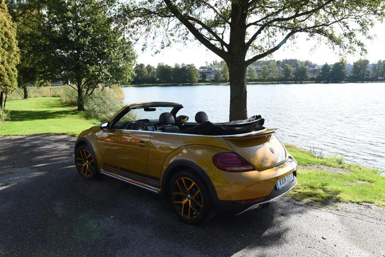 Volkswagen-Beetle-cabriolet-2017-(2)e